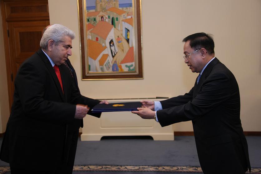 La presentation ses lettres de creances a M. Dimitris Khristofias, President de la Republique de Chypre le 02 novembre 2009_2.JPG